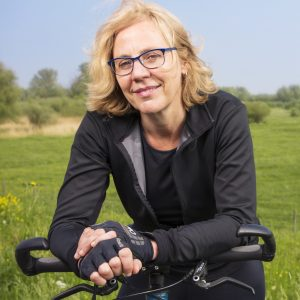 portret-Imke-de-Boer-op-fiets